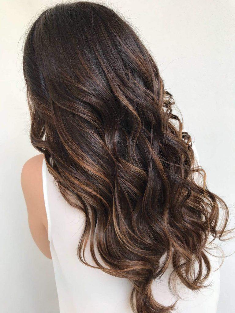 Come schiarire i capelli tinti naturalmente
